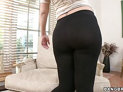 huge scones honey giving blowjob