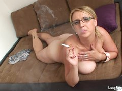 Hawt cougar Lucy Rose smokin'
